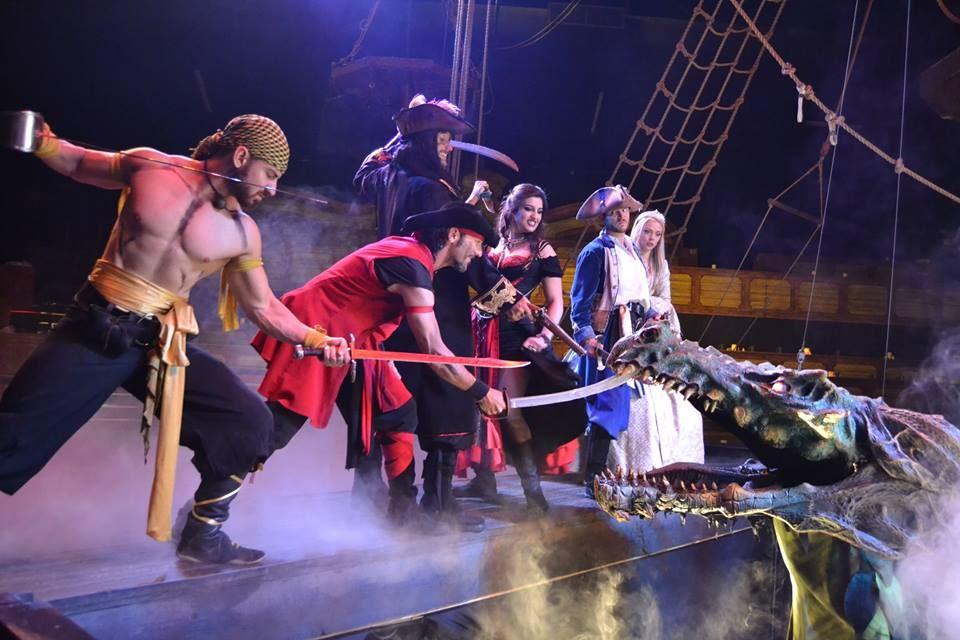 pirate_crew_at_pirates_dinner_adventure_buena_park(4)